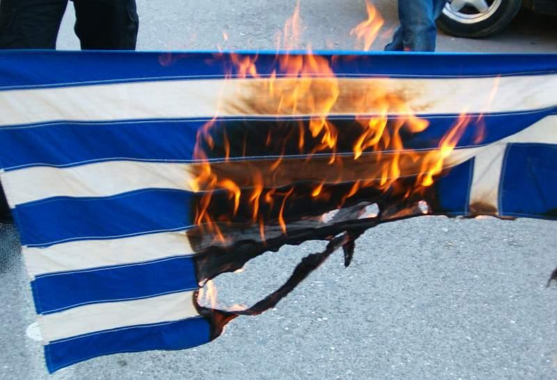 Ελληνική Σημαία - καιόμενη